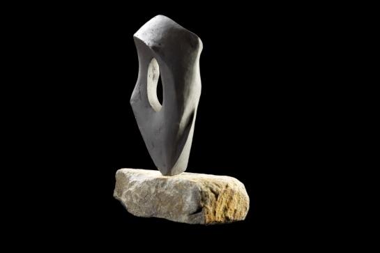 Black Breve III, 13cm H + stone base, £110